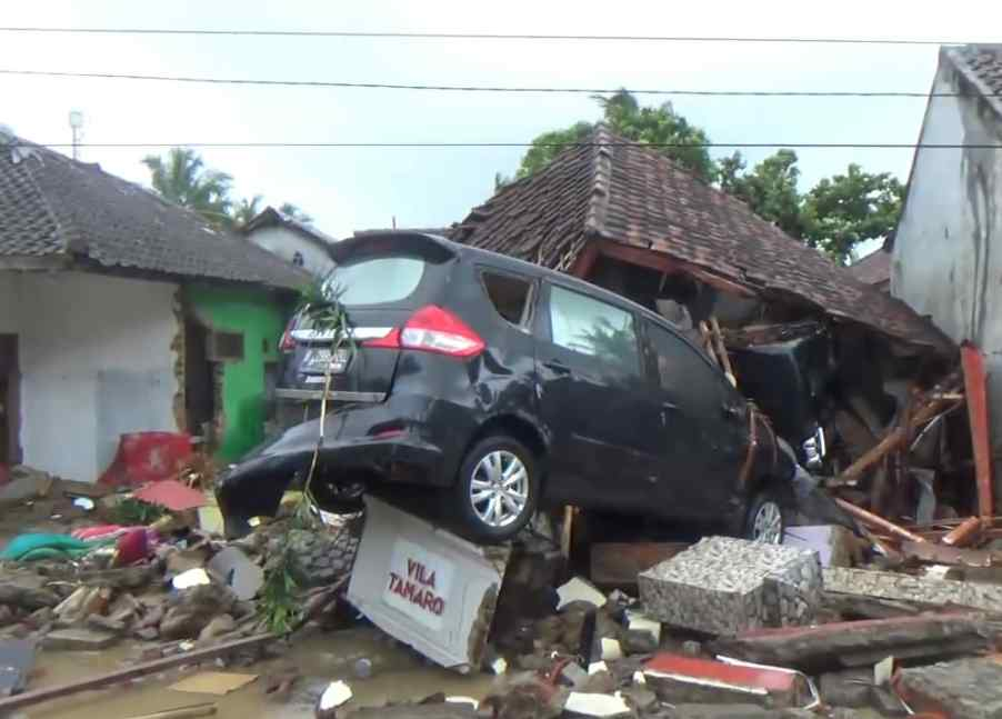 News picture Lighten the Tsunami Victims in Banten, Auto2000 Makes Special Programs.